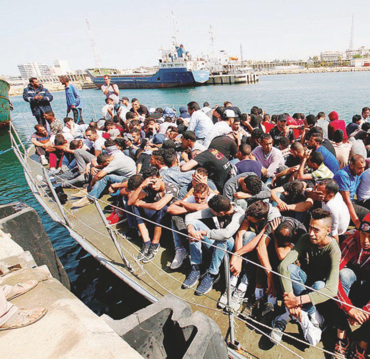 Profughi: 5 morti e 90 dispersi al largo della Libia