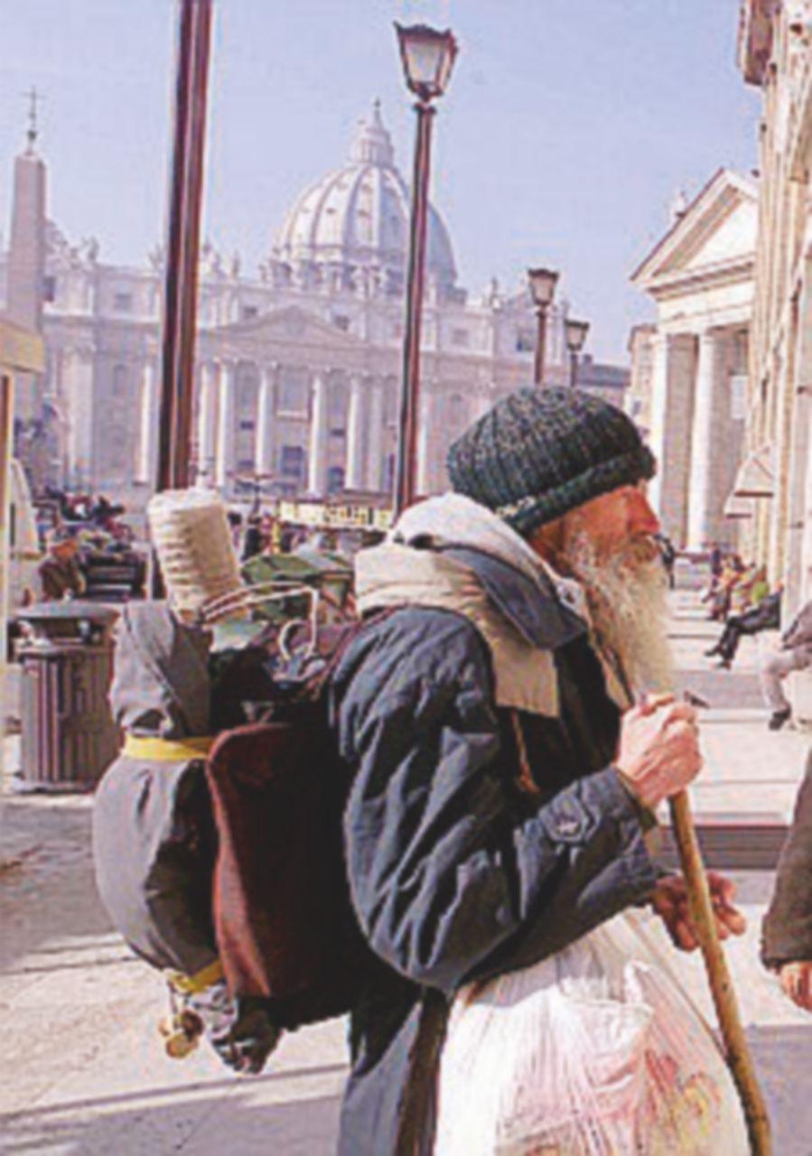 Via i clochard da piazza San Pietro. Ma solo di giorno