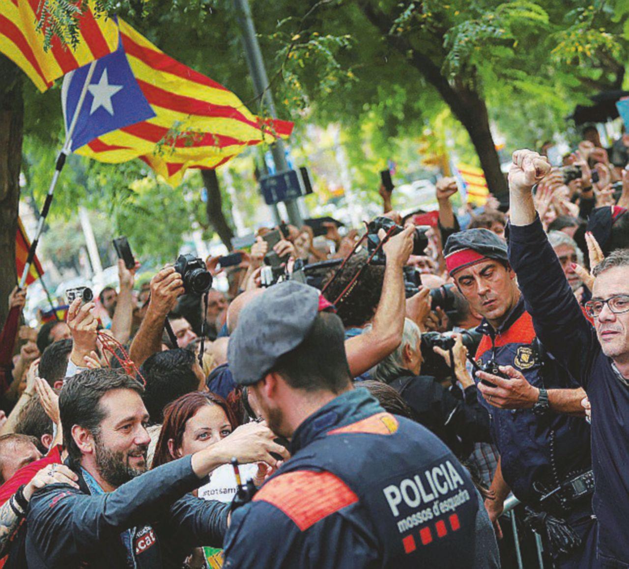 Catalogna, ancora cortei a favore del voto