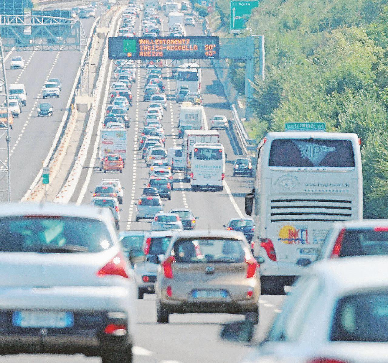 Accordi segreti con le autostrade: ci spennano a nostra insaputa