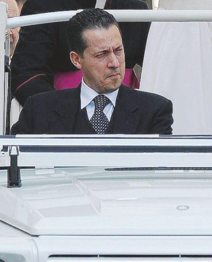 Corvi contro Bertone: la spinta al clamoroso addio di Ratzinger