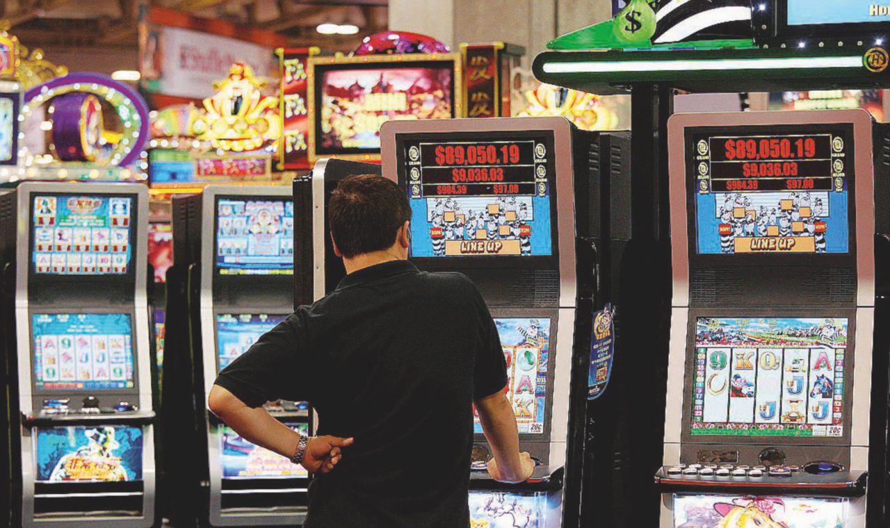 La Bce investe i soldi del Qe in armi e gioco d'azzardo