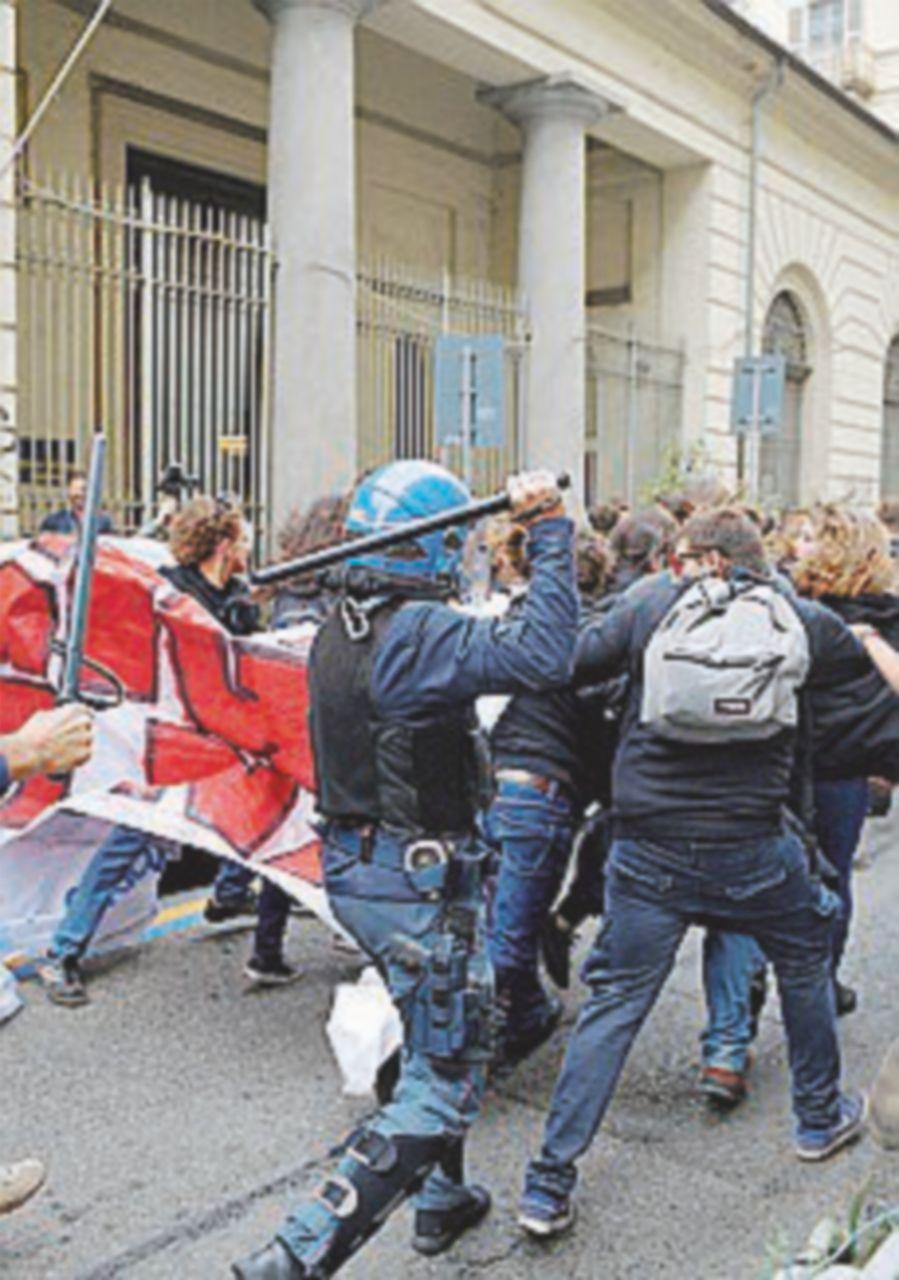 Studenti contro il G7. Interviene la polizia, due fermati e rilasciati