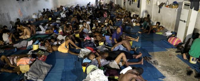 """Migranti, Gentiloni: """"In Libia condizioni dei diritti umani scandalose"""". Ma diceva: """"Abbiamo ridotto flussi con umanità"""""""