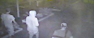 Stupri di Rimini, la foto dei violentatori la notte delle aggressioni in spiaggia