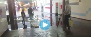 """Maltempo a Roma, la metro in tilt. Riapertura nel pomeriggio. Il Campidoglio ai cittadini: """"limitare gli spostamenti"""""""