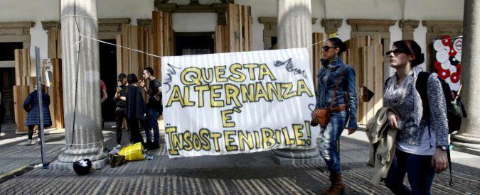 """Alternanza scuola-lavoro, gli studenti veneti si spogliano lungo i canali di Venezia: """"Ci avete lasciato in mutande"""""""