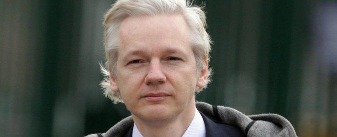 """Julian Assange, salute in """"pericolo"""". Il presidente ecuadoriano: """"E' come avere un sassolino nella scarpa"""""""