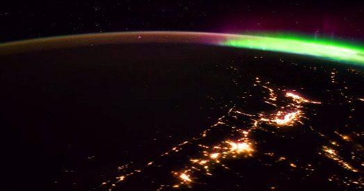 Sfondi desktop pianeta in fiamme for Sfondi aurora boreale