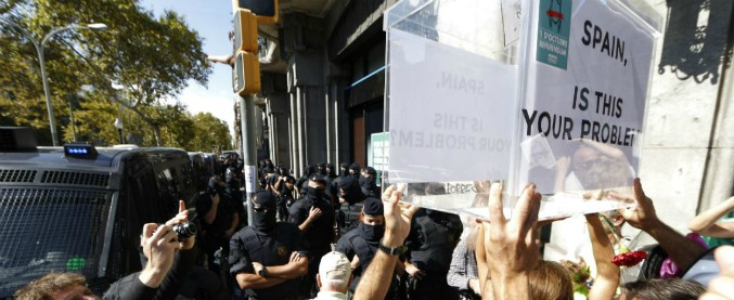 Referendum Catalogna, Madrid ordina di recintare i seggi e oscura i siti web pro-autonomia