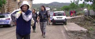 """Maltempo Livorno, la gente lascia le case a Collinaia: """"Siamo scappati. L'acqua ci ha portato via tutto"""""""