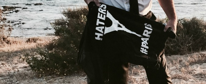 "Agrigento, felpa ""Haters Paris"" sulla spiaggia degli sbarchi fantasma. La procura indaga: ""Cautela"""