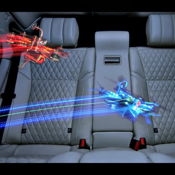 Jaguar XJ gioca coi droni: la gara è mozzafiato – FOTO e VIDEO