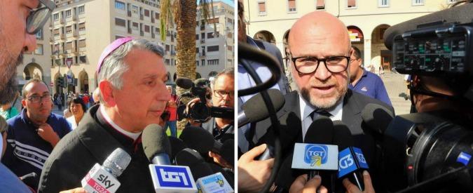 """Alluvione Livorno, lite tra il vescovo e il sindaco Nogarin: """"Chi doveva avvertire la gente?"""", """"Pensi alle anime delle persone"""""""