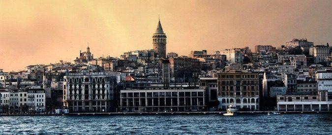 Siamo entrati a Istanbul e loro sono Tuğçe, Burcu e Mehmet