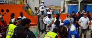 """Migranti, mezzo dietrofront del sindaco di Lampedusa: """"Situazione tranquilla ma i tunisini hanno atteggiamento di sfida"""""""