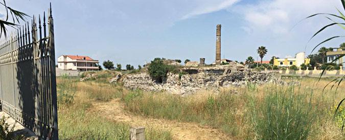 Giugliano, il parco archeologico di Liternum chiuso e incustodito. Dentro erbacce e abitazioni abusive