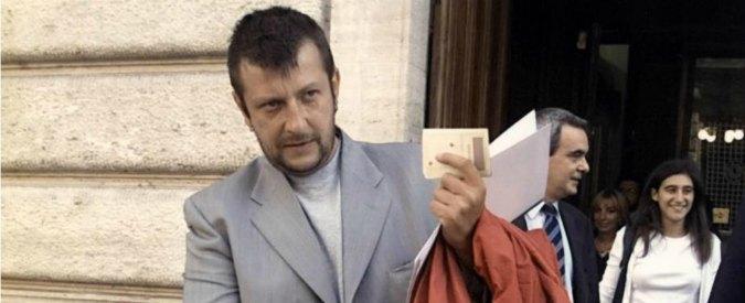 L'ex disobbediente Luca Casarini in fascia tricolore per il matrimonio della figlia di Toni Negri