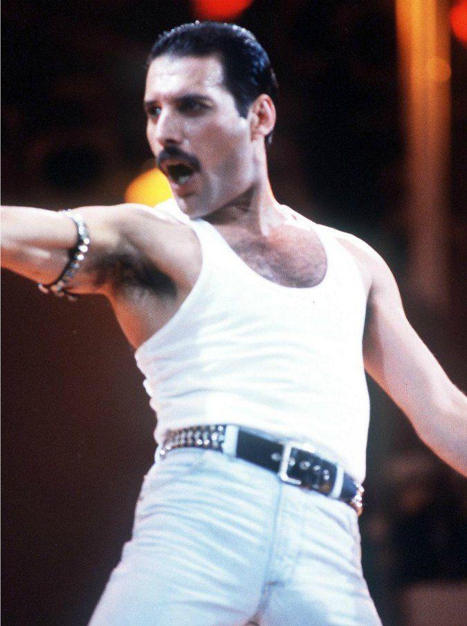 """Bohemian Rapsody, Freddie Mercury """"rivive"""" nel film dedicato ai primi 15 anni dei Queen – Trailer"""