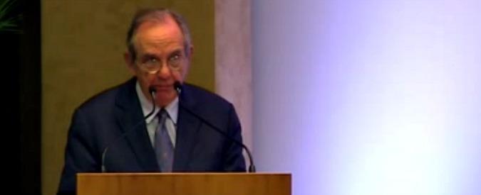 """Conti pubblici, Bankitalia: """"Riduzione debito più lenta del previsto"""". Padoan: """"In manovra 5 miliardi di nuove entrate"""""""