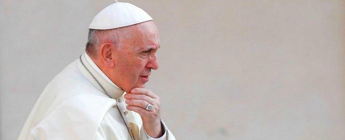 """Padre nostro, Papa Francesco vuole cambiare la versione italiana: """"Errata la traduzione. Dio non induce in tentazione"""""""