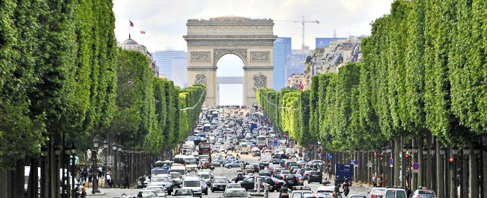 Francia, il governo pensa a incentivi auto per le famiglie con reddito basso