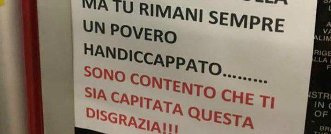 Milano, l'autore del cartello di insulti al disabile si scusa. Ma sono lettere di coccodrillo