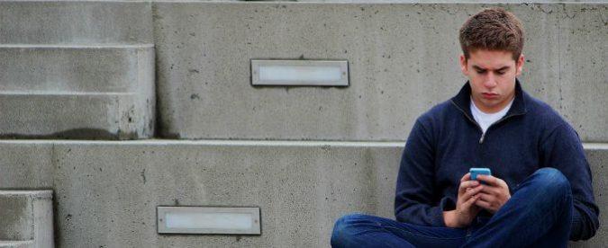 Amore, amici e lavoro: i giovani fuggono o si rintanano nel virtuale