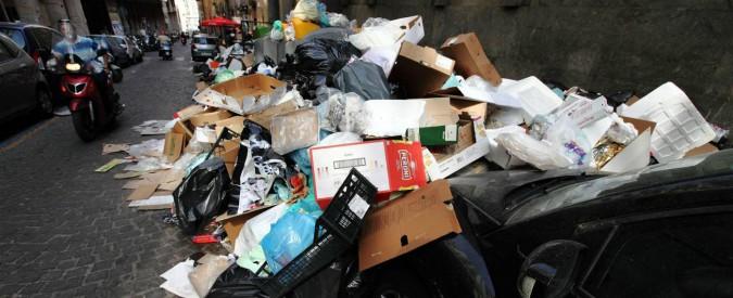 """Emergenza rifiuti, Cassazione dà ragione a un hotel di Napoli: """"Tarsu va ridotta del 40% per chi subisce disservizio grave"""""""