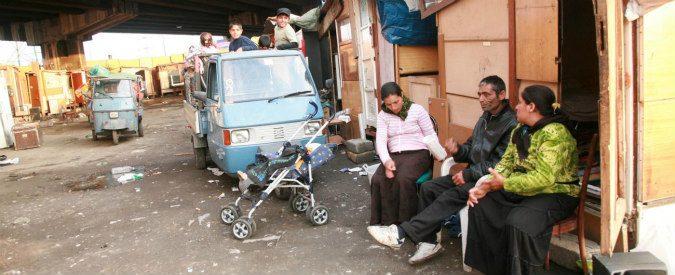 Rom, furto di bambini e fuoco: le regole della caccia allo zingaro
