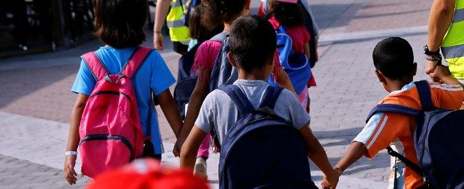 """Casamarciano, striscione degli studenti: """"La scuola ripudia l'omofobia"""". Sindaco contro il preside che lo voleva togliere"""