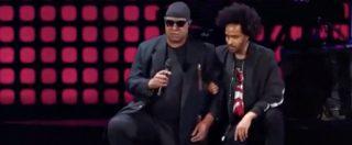 Usa, anche Stevie Wonder in ginocchio contro Donald Trump