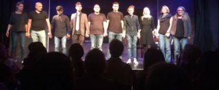 """Coblenza, l'esperimento sociale: i rifugiati raccontano i tedeschi dal palco di un teatro. """"Così si conoscono a vicenda"""""""