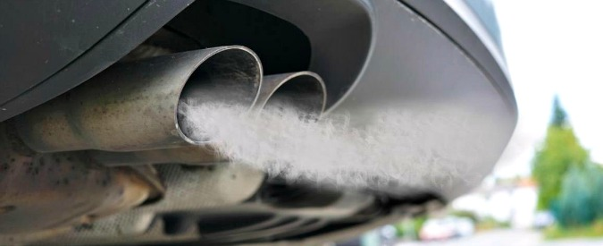 """Emissioni nocive, i costruttori chiedono di spostare al 2030 il taglio del 20%. """"Le auto elettriche non si vendono"""""""