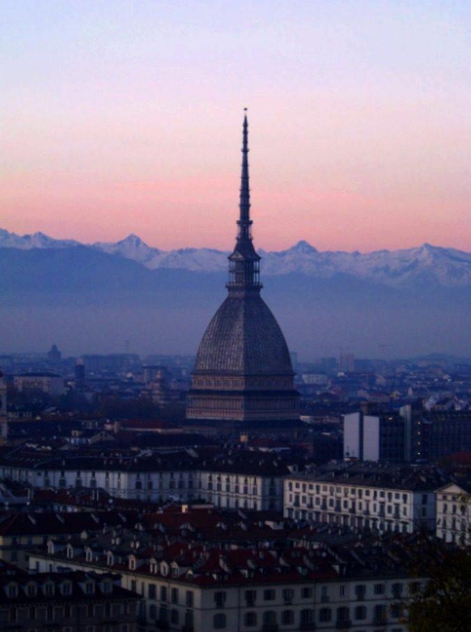 """Gara di rutti a Torino? Chiara Appendino ci scherza su: """"Ciao Beppe (Sala), può interessarti ospitare a Milano questo raffinato evento?"""""""