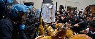 G7 Torino, corteo di centri sociali e No Tav alla Reggia di Venaria: tensione con la polizia. 3 indagate per lancio petardi