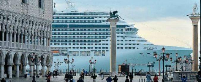 """Venezia, marcia verso il Comune contro le grandi navi in laguna: """"Lì vengono decise le oscenità"""""""