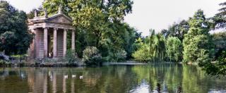 """Roma, 57enne tedesca stuprata e legata nuda a un palo a Villa Borghese. """"Stava morendo di freddo, era sotto choc"""""""