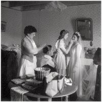 Trucco e acconciatura degli sposi, Poneuf près de Saint-Sauvant, Vienne, 1951