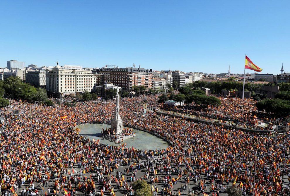 CATALOGNA/ Dichiarazione d'Indipendenza dalla Spagna? Puigdemont e Rajoy ascolteranno Vargas Llosa?