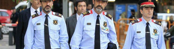 """Catalogna, capo Mossos rischia 15 anni. Prefetto: """"Chiedo scusa per violenze"""". Giudice di Barcellona apre inchiesta sulla polizia"""