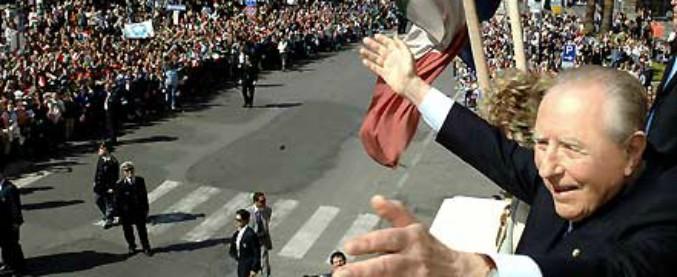 """Nogarin vuole intitolare a Ciampi un pezzo di lungomare di Livorno. Ma il M5s dice no: """"Ha portato l'Italia nell'euro"""""""