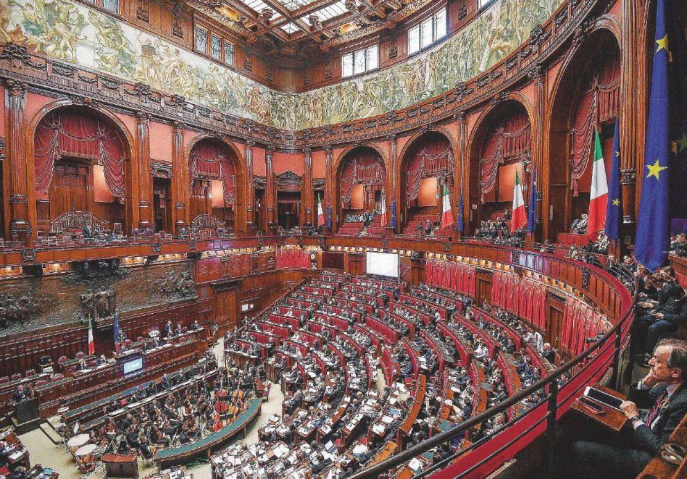 In scadenza – Alla Camera si discute la legge elettorale: piace a Berlusconi e Renzi, non a Bersani