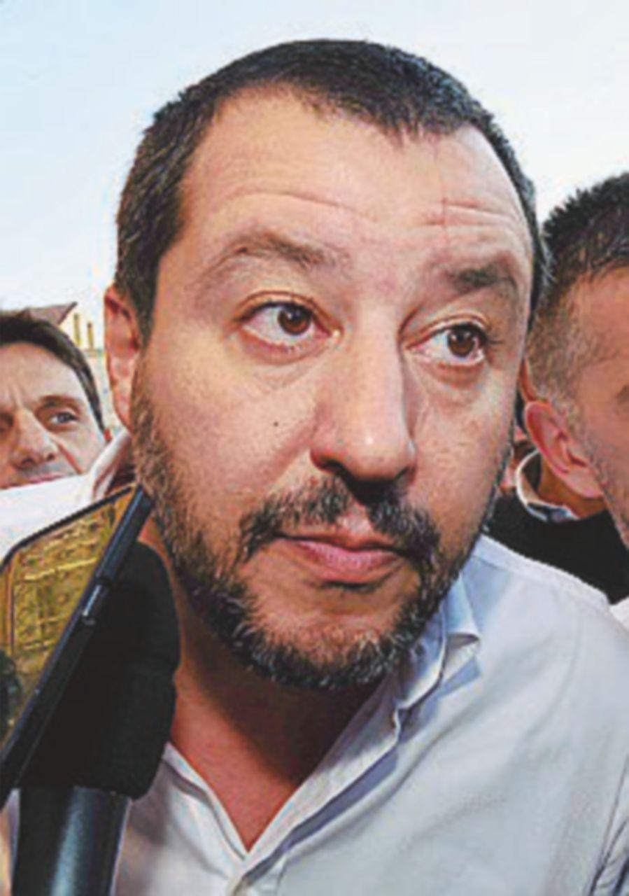 """Rosatellum, Salvini contro Meloni: """"Si fa le pippe mentali"""""""