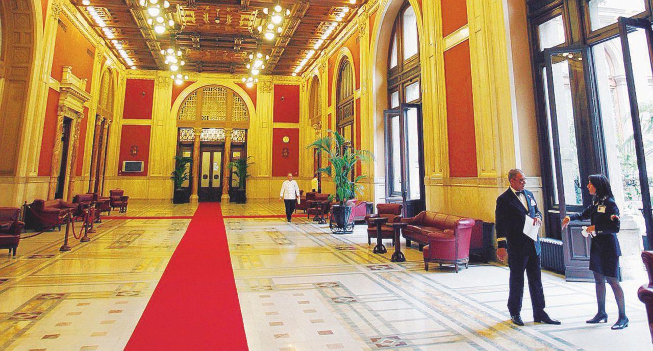 Scrivi parlamento leggi ornamento i deputati si for Parlamento ieri