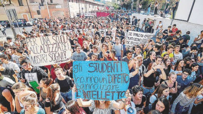 """Scuola, protesta in tuta blu: """"Noi manodopera gratuita"""""""