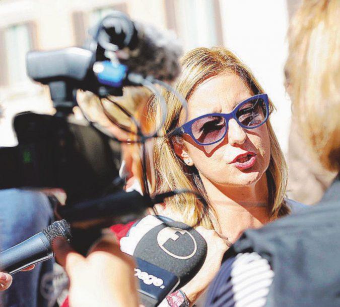 Lombardi candidata, tregua armata con Raggi