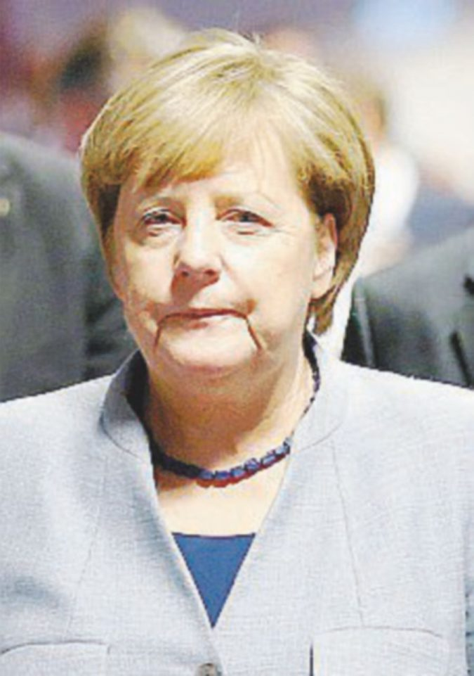 Il rispettabile Silvio a Bruxelles benedetto da Angela Merkel