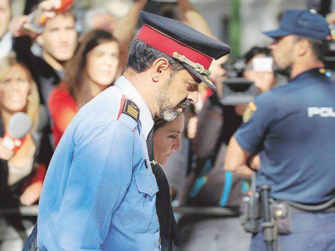 Governo, polizia e tv: azzerata Barcellona, tutti i poteri a Madrid