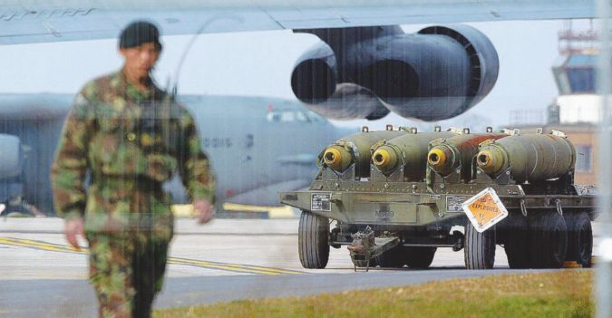 B-52 in allarme rosso per fare paura a Kim